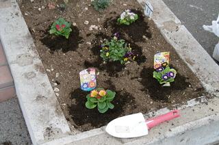 花を植える.JPG
